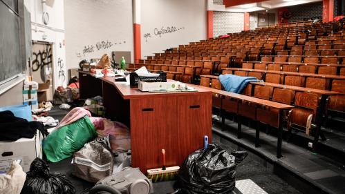 Tolbiac : étudiants et professeurs réclament la démission du président de l'université