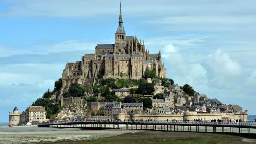 Le Mont-Saint-Michel en cours d'évacuation, un individu suspect recherché après avoir proféré des menaces contre les forces de l'ordre