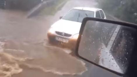 La Réunion : la tempête tropicale Fakir s'abat avec fracas sur l'île