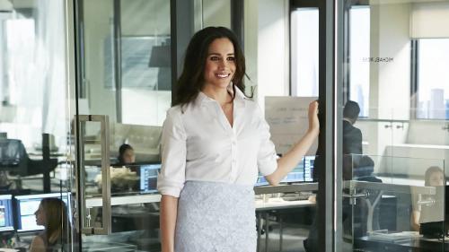 Avant le mariage princier, Meghan Markle enfile la robe dans le dernier épisode de Suits