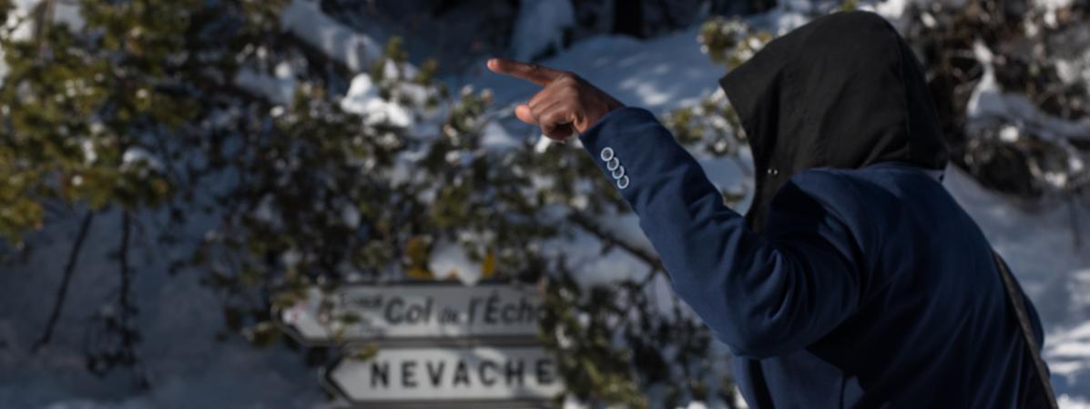 Un migrant en direction du col de l\'Echelle (Hautes-Alpes), le 13 janvier 2018.