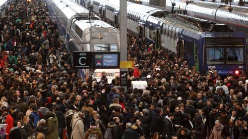 """INFO FRANCEINFO. Grève à la SNCF : la SNCF va annoncer des """"mesures commerciales"""" pour les abonnés, y compris ceux des TER"""
