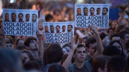 """Pourquoi l'Espagne enrage après le procès de """"La Meute"""", un groupe de cinq hommes jugés pour viol en réunion"""