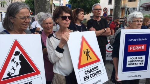Plus de 200 personnes manifestent dans les Hautes-Alpes en soutien aux migrants