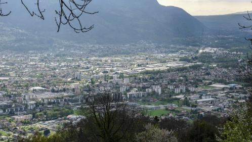 INFO FRANCEINFO. Pollution de l'air: 14habitants de la vallée de l'Arve en Haute-Savoie déposent un recours contre l'État