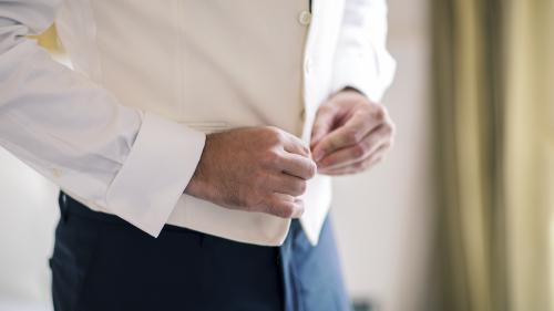 Traiteur qui pose un lapin, soupçons d'infidélité... Ils nous racontent comment un imprévu s'est invité à leur mariage