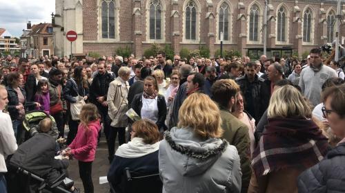 Meurtre d'Angélique : vive émotion à Wambrechies lors de la marche blanche en hommage à la jeune fille