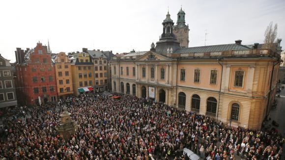Rassemblement devant l\'Académiesuédoise à Stockholm le 19 avril 2018.