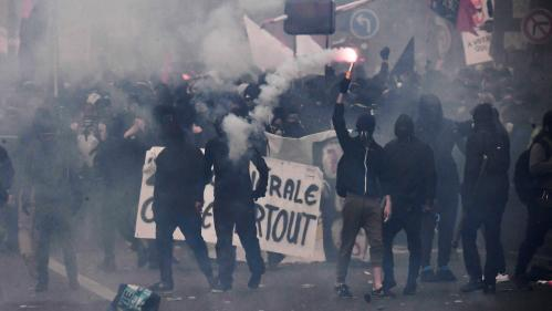 """""""Il y a des failles, on les exploite"""" : un membre des black blocs explique comment infiltrer une manifestation malgré les forces de l'ordre"""