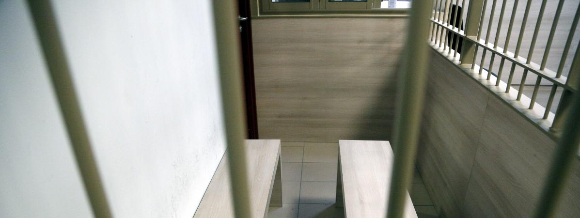 Aix en provence les cages en fer des pr venus du for Tribunal d instance salon de provence