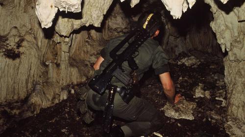 """RECIT. """"Ça tirait dans tous les sens"""" : le 5 mai 1988, l'armée donne l'assaut pour libérer les otages de la grotte d'Ouvéa, en Nouvelle-Calédonie"""