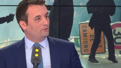 """VIDEO. Florian Philippot a manifesté à Paris le 1er mai """"contre l'austérité et la destruction du service public"""""""