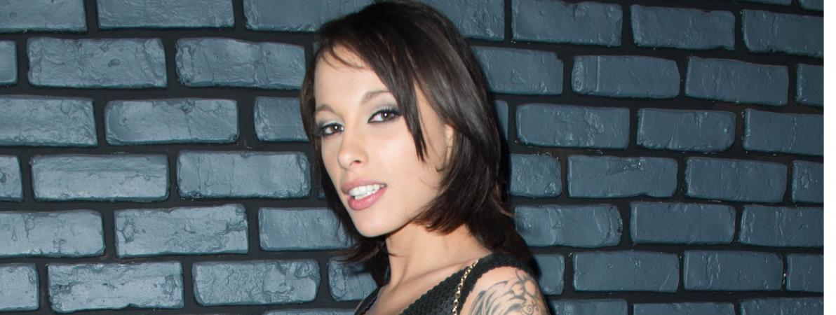 """""""Il faut qu'ils arrêtent de se penser intouchables derrière leur écran"""" : harcelée, l'ex-actrice porno Nikita Bellucci porte plainte pour menaces de mort"""