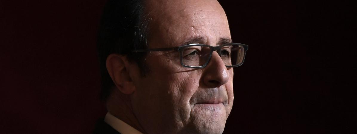 """François Hollande dénonce les\""""dérapages verbaux insupportables\"""" de Donald Trump."""