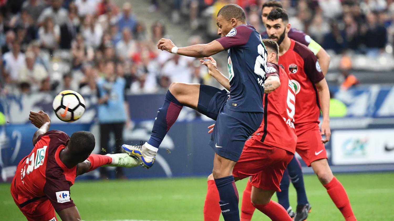 Coupe de france revivez la d faite du petit poucet les herbiers face l 39 ogre parisien en - Coupe de france direct tv ...