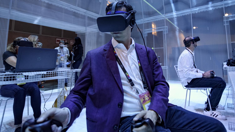 Une intelligence artificielle réussit à mieux s'orienter qu'un homme dans un jeu en réalité virtuelle - Franceinfo