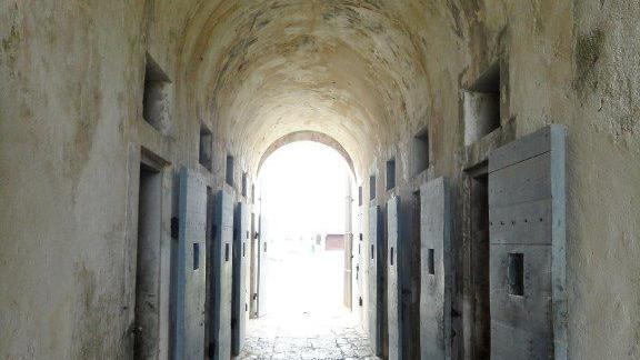 Vue de l'intérieur de =l'ancienne colonie pénitentiaire de Moindou, située à 25 km (15 miles) à Bourail, en Nouvelle-Calédonie
