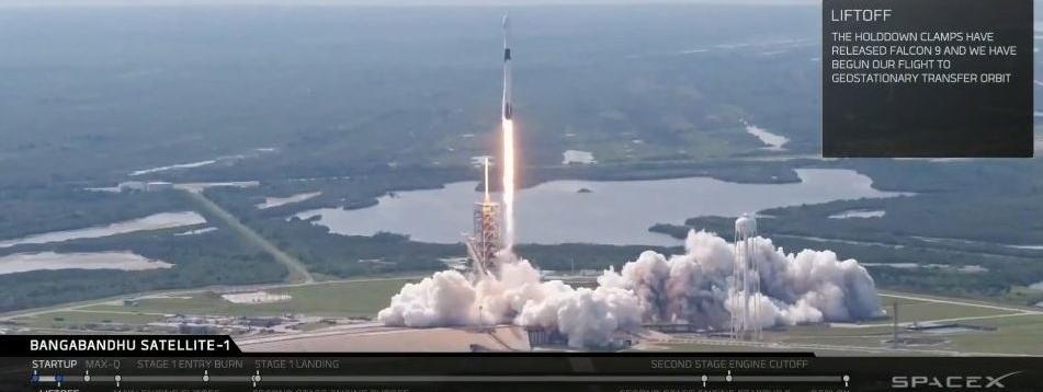 La fusée Falcon 9 Block 5, de la société américaine SpaceX,décolle de Cap Canaveral, en Floride (Etats-Unis), le 11 mai 2018.
