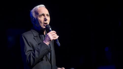 """""""Tout va bien"""" : le gendre de Charles Aznavour rassure le public après une chute du chanteur"""