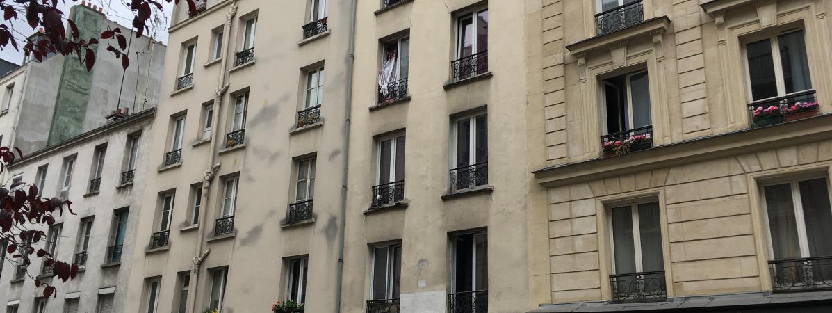 Une Famille Vraiment Tr S Discr Te Paris Les