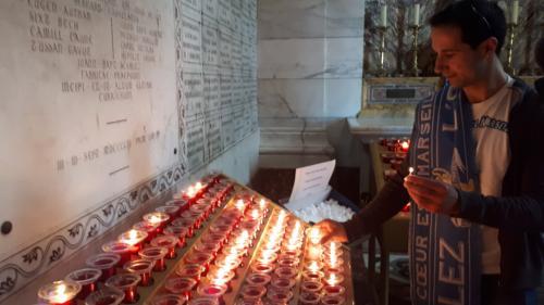 """""""Je viens prier pour l'OM"""" : des fans en visite (intéressée) à la Bonne Mère, avant la finale de la Ligue Europa"""