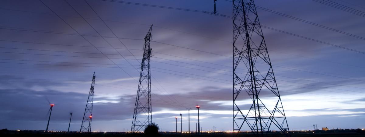 Des lignes électrique près de Caen,dans le Calvados, le 10 janvier 2013.