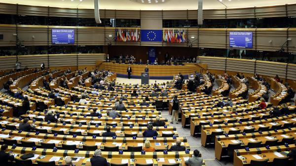 Elections européennes : la liste LREM-MoDem largement en tête devant le FN, selon un sondage