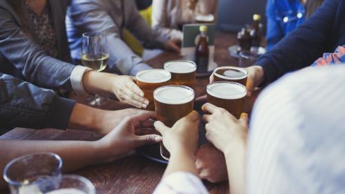 La consommation d'alcool à risque concerne tous les milieux professionnels, selon une étude