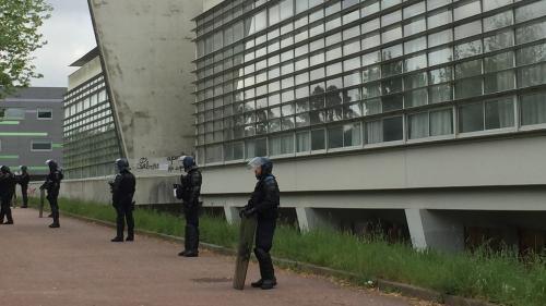 Réforme de l'université : comment les facs s'organisent pour évaluer les étudiants malgré les blocages