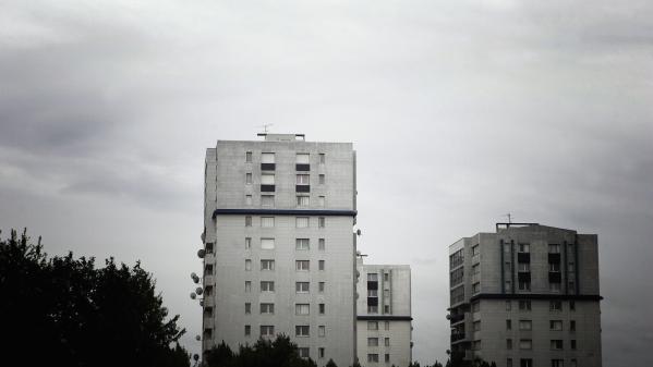 Pauvreté : l'ascenseur social est-il en panne en France ?
