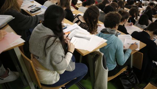 Les premières réponses arrivent sur Parcoursup : lycéen ou parent d'élève, on vous explique les démarches qui vous attendent à présent