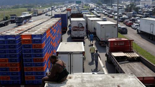 Brésil : le président ordonne la levée des barrages routiers qui paralysent le pays