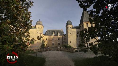 VIDEO. Hériter d'un château classé et tenter de le sauver de la ruine ? C'est exaltant... mais très cher !