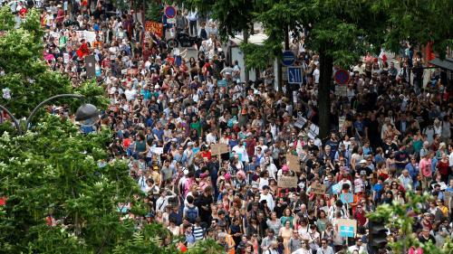 """DIRECT. """"Marée populaire"""" : la manifestation anti-Macron a rassemblé 31 700 personnes à Paris, selon un comptage indépendant."""