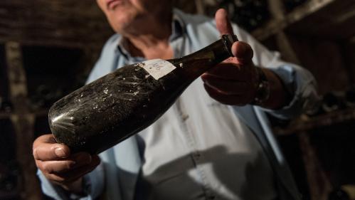 Jura : une bouteille de vin jaune de 1774 adjugée plus de 100 000 euros aux enchères
