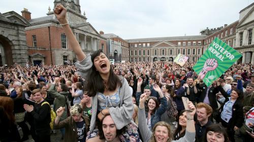 """Référendum sur l'avortement : les Irlandais ont voté """"oui"""" à plus de 66%, selon les résultats officiels"""