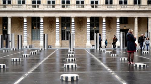 Daniel Buren fait retirer une œuvre de street art en face de ses fameuses colonnes