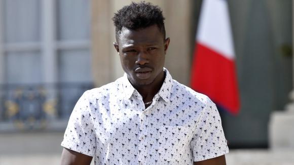 Enfant suspendu à un balcon à Paris : le voisin raconte le sauvetage