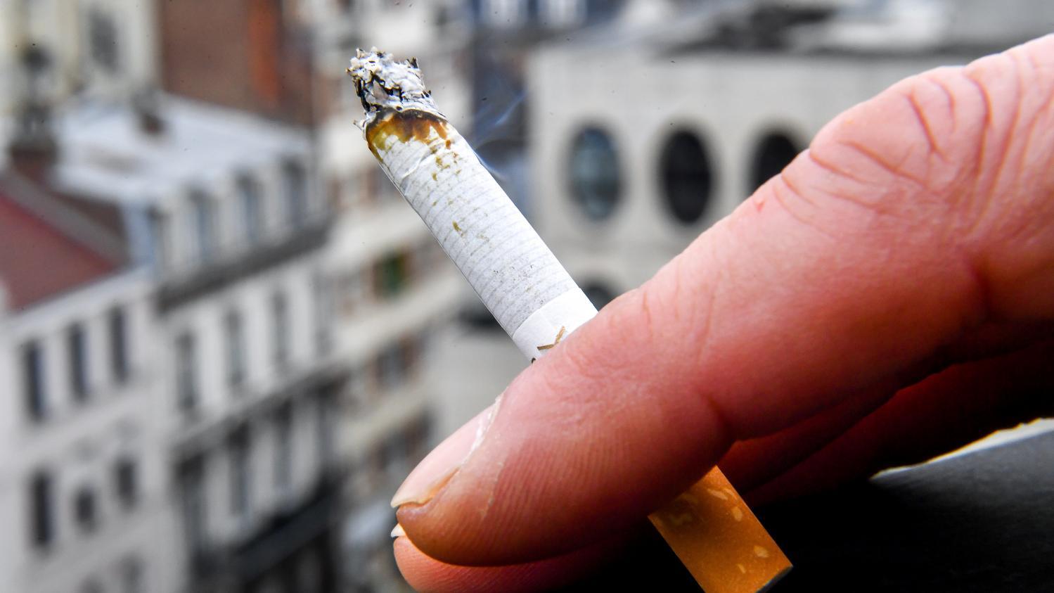 Vrai ou fake : les fumeurs moins sensibles au coronavirus ?