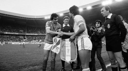 Il n'y a eu qu'un seul France-Pérou dans l'histoire et les Bleus ont perdu : les joueurs nous racontent la défaite surprise de 1982