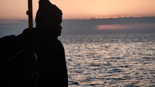 """L'Italie et Malte refusent d'accueillir les 629migrants à bord de """"l'Aquarius"""""""