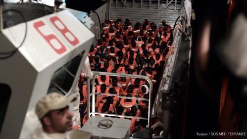 """Avec 629 migrants à bord, """"l'Aquarius ne va pas pouvoir tenir plus de 24-36 heures"""", selon SOS Méditerranée"""