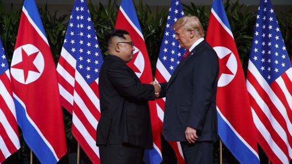 Donald Trump et Kim Jong-un sur l'île de Sentosa à Singapour, le 12 juin 2018.