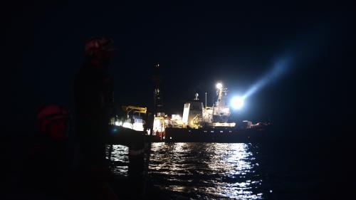 """Les migrants de l'""""Aquarius"""" vont être transbordés sur des navires italiens jusqu'en Espagne"""