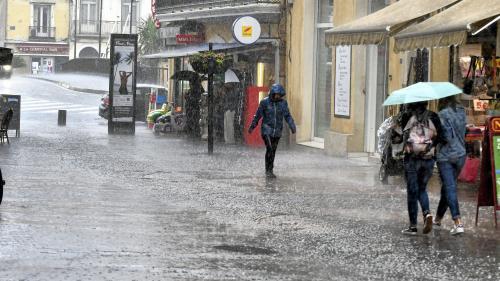 """Intempéries : les précipitations ont été """"caractéristiques des pluies tropicales"""", selon Météo France"""