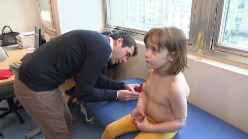 Les effets prometteurs d'un nouveau médicament contre le syndrome de Cloves, qui déforme le corps
