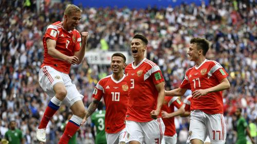 La Russie fait une entrée fracassante dans sa Coupe du monde en battant 5-0 l'Arabie saoudite en match d'ouverture