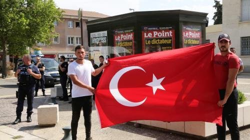 """""""Il y a un attachement quasi irrationnel à Erdogan"""" : pourquoi le président turc suscite-t-il une telle ferveur chez ses soutiens en France ?"""