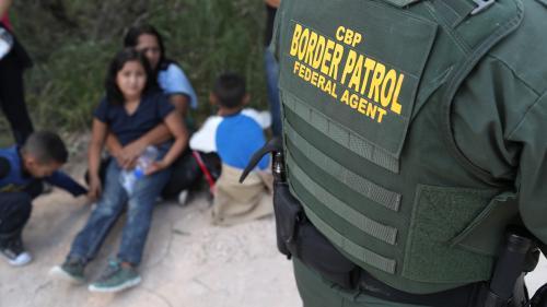 VIDÉO. États-Unis : séparer les enfants de leurs parents migrants, la mesure de Donald Trump fait scandale