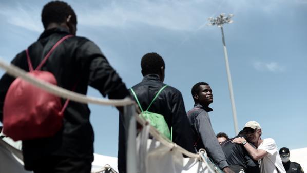 """DIRECT. """"Aquarius"""" : les migrants sont """"extrêmement fatigués"""" et """"dans un état sanitaire et psychologique très dégradé"""""""